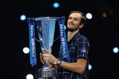Медведев заработал в Лондоне 1,5 млн долларов, ЦСКА выиграл первый круг, десять голов Ибрагимовича