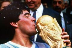 «В Аргентине есть один бог, имя ему Диего Армандо». Смерть Марадоны шокировала мир