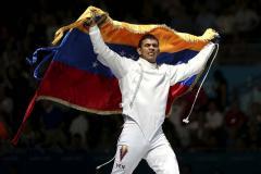 «Еду вам доставит олимпийский чемпион». Венесуэлец Лимардо устроился в Uber-доставку
