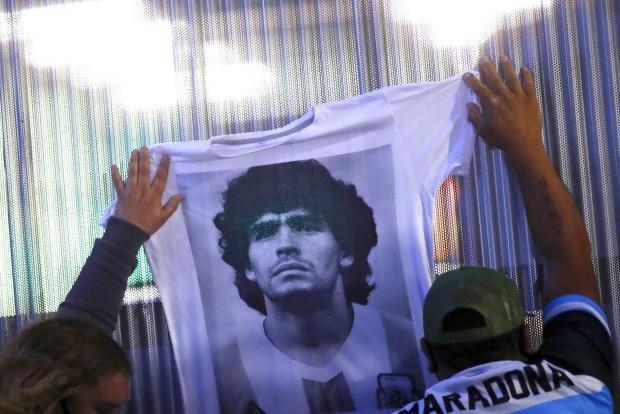 Смерть Марадоны, изоляция биатлонной сборной и ничья «Локомотива» в Испании