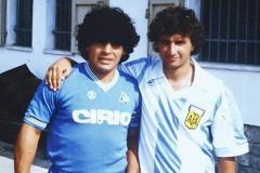 «Марадона не умер. Марадона остался в Неаполе». Как в Италии переживают смерть легенды