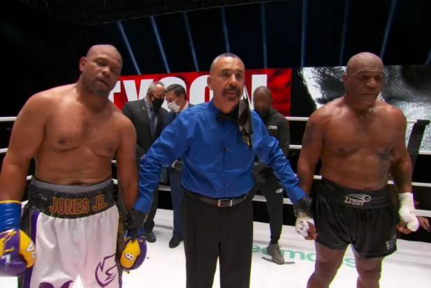 Вертикальный партер. Тайсон и Джонс показали пародию на бокс. И разошлись миром