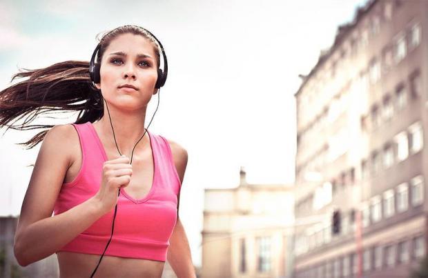 Заниматься ли спортом под музыку?