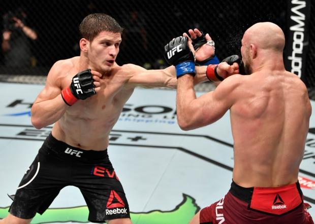 Продолжит ли Евлоев победную серию? В Лас-Вегасе пройдет турнир UFC on ESPN 19
