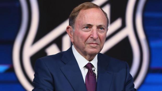 НХЛ начинает в январе. И участвует в чемпионате мира-2021 в Минске?