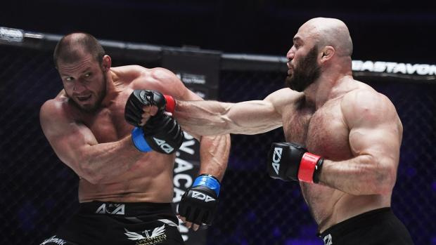 Это была славная охота: Исмаилов победил Штыркова и оставил перчатки в центре клетки. Шутка удалась