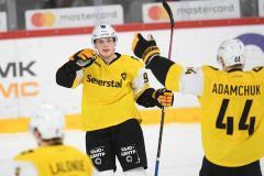 18-летний хоккеист обыграл Дацюка, сделал хет-трик и набрал четыре очка