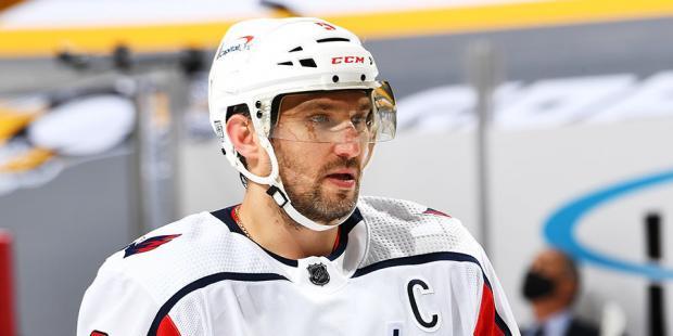 НХЛ, тебе не стыдно? Судьи слили команду Ови, пропустив жуткий фол перед победным голом «Бостона»