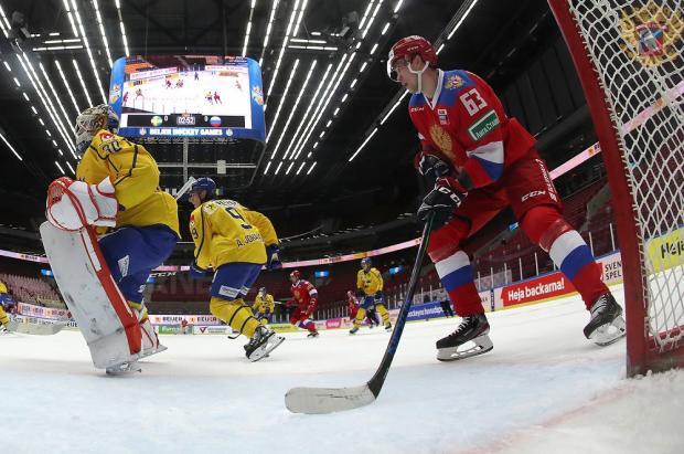Россия на Евротуре выиграла восьмой раз подряд, провал биатлонисток, Месси почти догнал Суареса