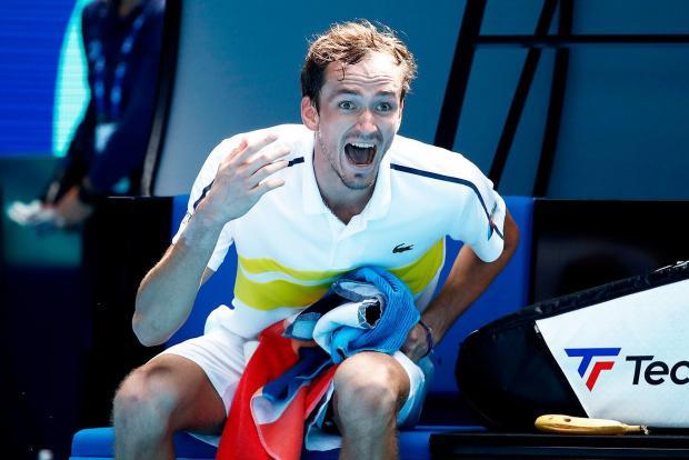 Медведев в четвертьфинале Australian Open, Россия досрочно выиграла Евротур, в биатлоне все плохо