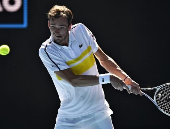 Медведев дал жару! Вышел в полуфинал Australian Open и станет третьей ракеткой мира