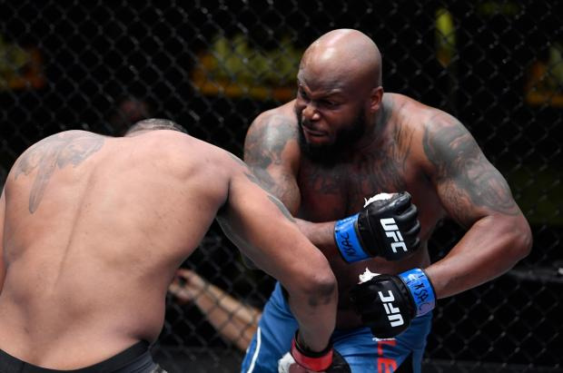 Олейник проиграл нокаутом, Льюис вырубил Блейдса. Главные моменты турнира UFC Fight Night 185
