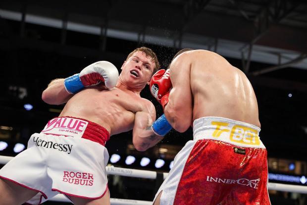 Альварес защитил пояса WBA Super и WBC