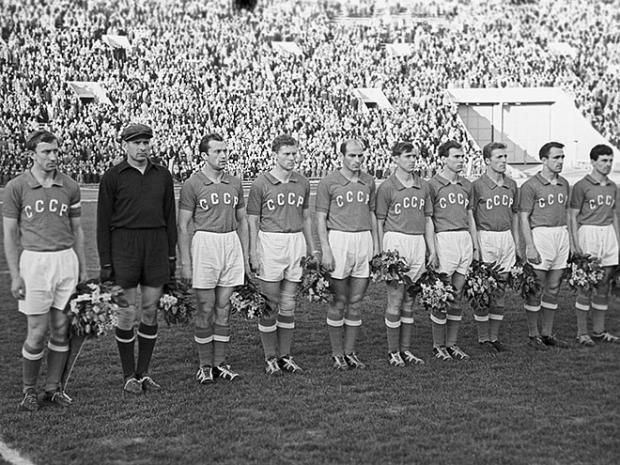 Празднование на Эйфелевой башне, машины для героев. В 1960 году сборная СССР выиграла Кубок Европы