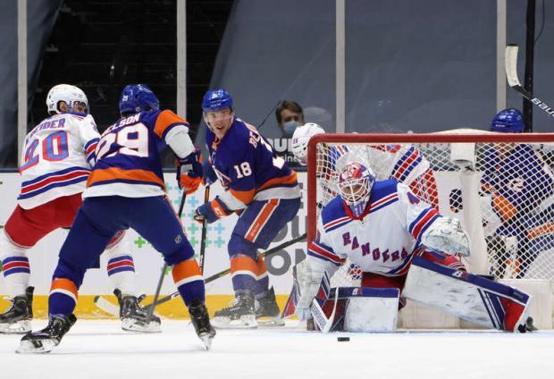 Георгиев стал третьей звездой дня в НХЛ