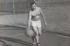 Знаете, каким он парнем был? При росте 157 см Гагарин был капитаном баскетбольной команды
