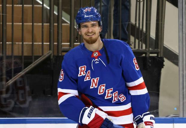 Бучневич признан второй звездой игрового дня в НХЛ, Овечкин - третьей