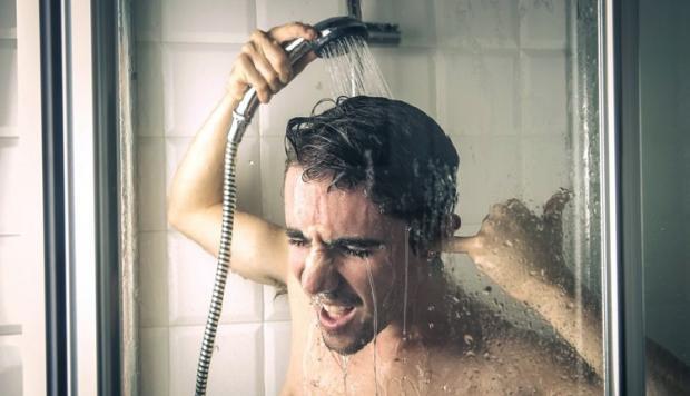 Контрастный душ, обтирания или ныряние в прорубь. Когда закаляться лучше всего?