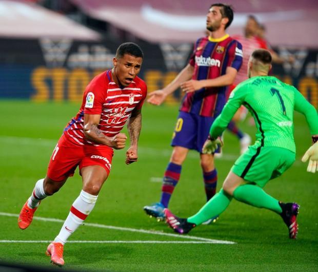 «Барселона» потерпела сенсационное поражение от «Гранады» и упустила возможность возглавить примеру