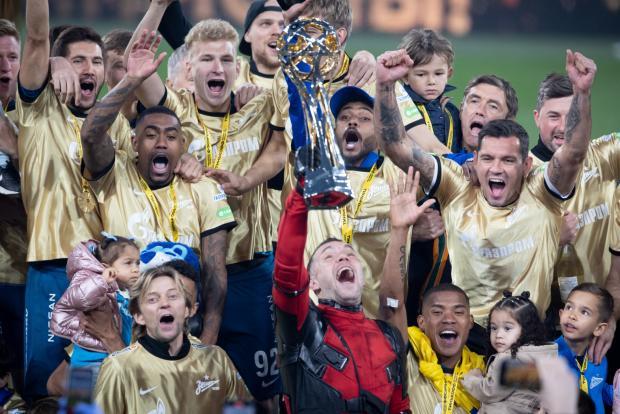 «Зенит» взял восьмой титул, болельщиков «Локо» унизили в Питере, фанаты «МЮ» сорвали игру АПЛ