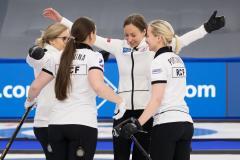 Женская сборная на ЧМ идет по графику мужской: 10-2 и Россия - в полуфинале