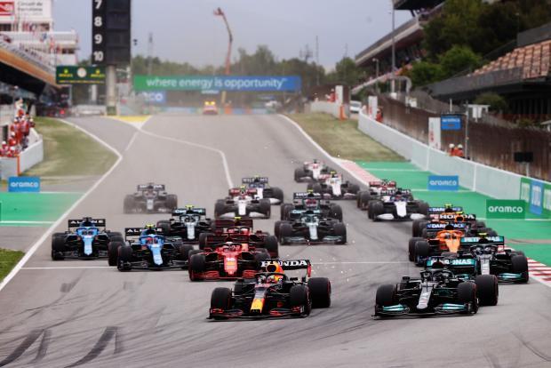 Мастер-класс от «Мерседеса». Хэмилтон выиграл «Гран-при Испании» за счет лучшей стратегии