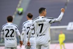 «Юве» выиграл у «Интера» благодаря двум пенальти и продолжает битву за Лигу чемпионов