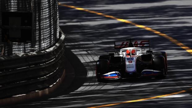 Мазепин показал 17-й результат в первой свободной практике Гран-при Монако