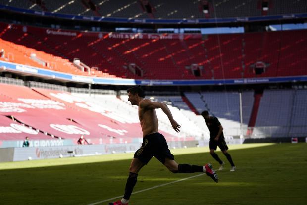 «Бавария» дома крупно победила «Аугсбург». Левандовски побил рекорд Мюллера
