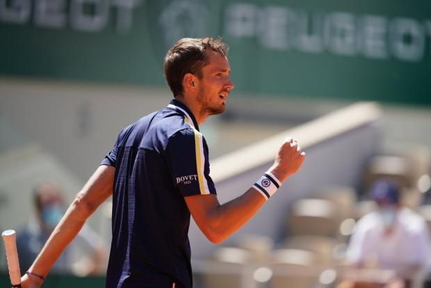 Медведев в 1/8 финала Roland-Garros, Бразилия бойкотирует Кубок Америки, Россия в лидерах Лиги наций