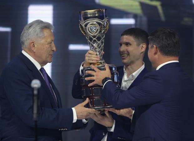Призы вручали «Алексей» Якушев и Валерий «КАменский». В Барвихе раздали «слонов» XIII сезона КХЛ