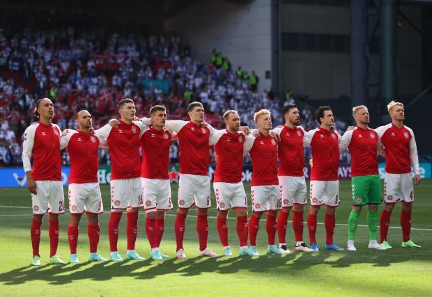 Эриксена увезли со стадиона в реанимацию. Матч Дания – Финляндия был приостановлен
