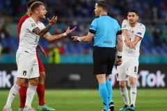 Ноу-хау Евро-2020: забивать гол рукой нельзя, а выбивать мяч из ворот рукой – можно