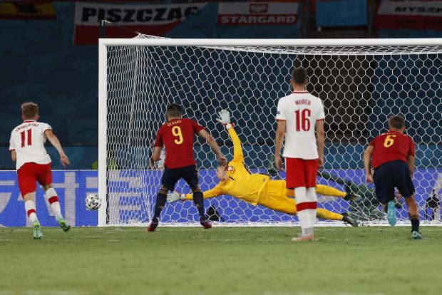 Беззубая «красная фурия». Испания разделила очки с Польшей