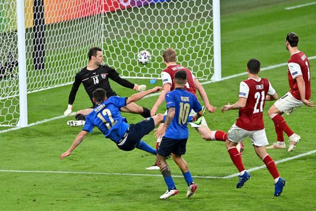 Так Манчини еще не нервничал. Италия с огромным трудом прошла Австрию