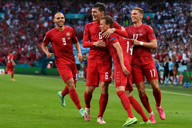 Нападающий Дании Дамсгор открыл счет в матче против Англии