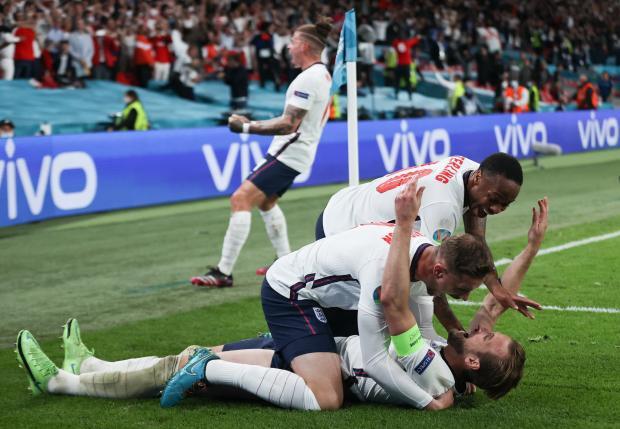 Родоначальники футбола впервые в финале Евро. Англия победила Данию благодаря сомнительному пенальти