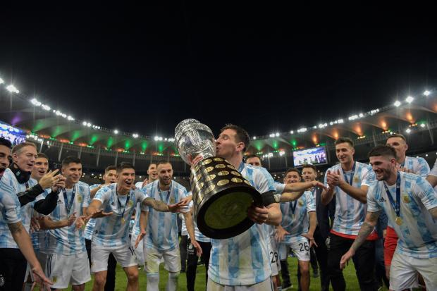 Месси выиграл первый трофей с Аргентиной, Макгрегор сломал ногу в бою с Порье