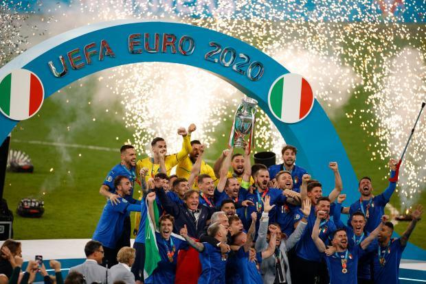 Италия в шаге от рекорда, Доннарума — лучший, Кейн — худший, погромы в Лондоне и расизм в сетях