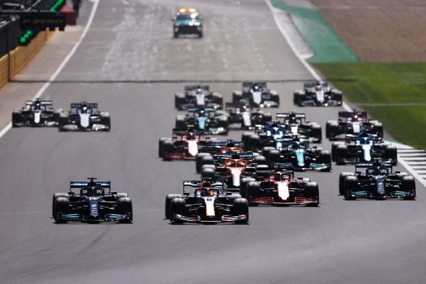 Хэмилтон выиграл Гран-при Великобритании, Ферстаппен вылетел на первом круге, Мазепин стал 17-м