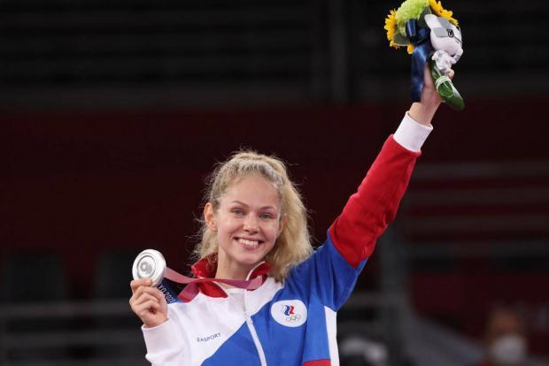 Минина завоевала серебро Олимпийских игр в Токио, уступив в финале американке