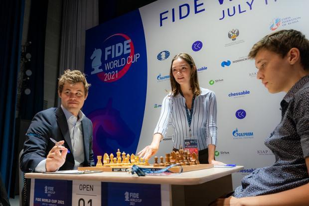 Известная фигуристка Евгения Медведева стала гостем Кубка мира ФИДЕ в Сочи
