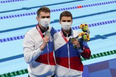 Поплыли! Россияне выиграли золото и серебро Токио на 100 м на спине