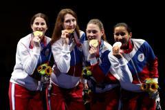 «Девочки - красавицы, умницы. С победой!» Виктор Кровопусков поздравляет рапиристок сборной России