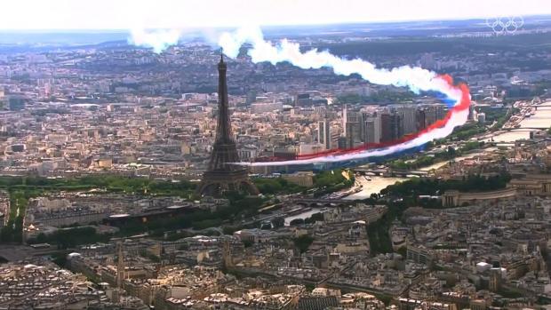 В Париже из-за погодных условий не смогли поднять олимпийский флаг на Эйфелевой башне