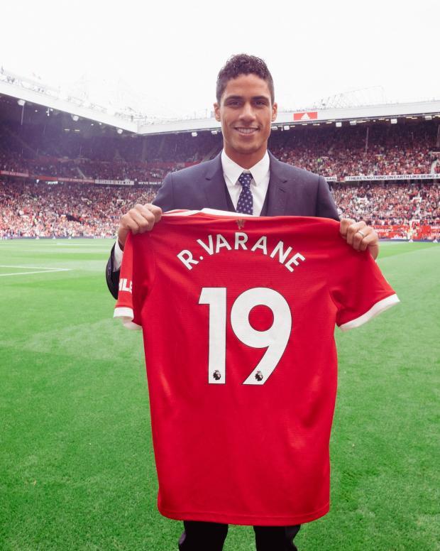 Варан официально представлен в качестве игрока «Манчестер Юнайтед»