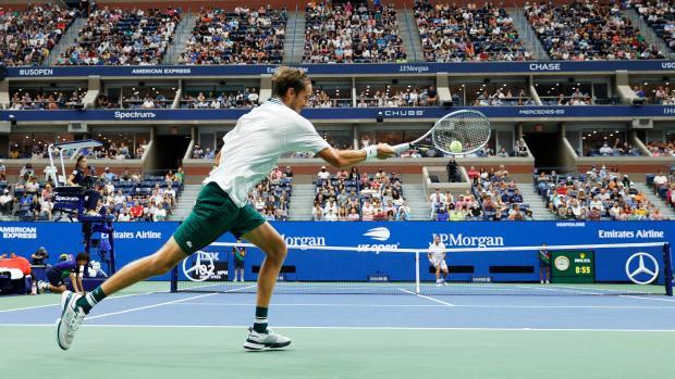 Медведев обыграл ван де Зандсхулпа и вышел в полуфинал US Open