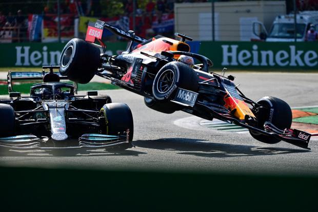 Ферстаппен признан виновным в столкновении с Хэмилтоном и потеряет три строчки на Гран-При России