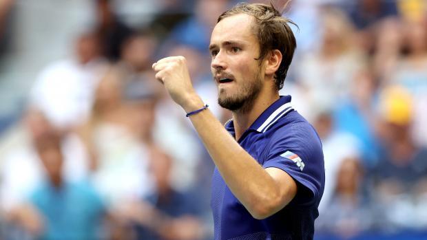 Медведев впервые в карьере выиграл турнир Большого шлема, обыграв Джоковича в финале US Open