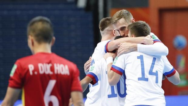 Сборная России по футзалу вышла в четвертьфинал чемпионата мира, обыграв Вьетнам